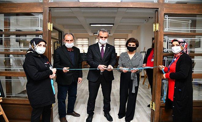 Mamaklı Ressam ilk sergisini Mamak'ta açtı
