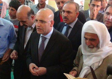 Mehmet Şimşek, barış ve huzuru için dua etti.