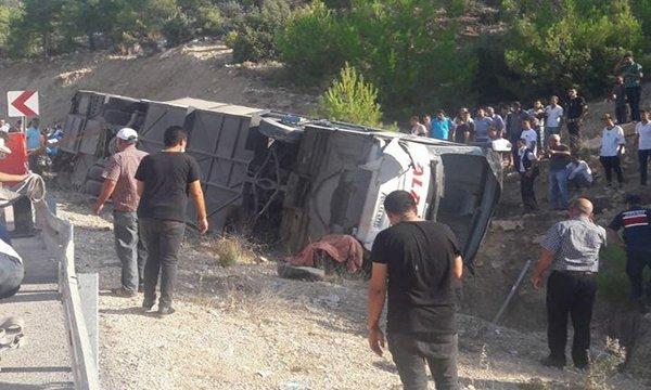 Mersin Askerleri taşıyan otobüs devrildi video