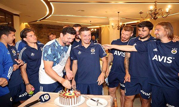 Mert Hakan Yandaş'a doğum günü sürprizi