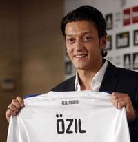 Mesut Özil Real Madrid'de!