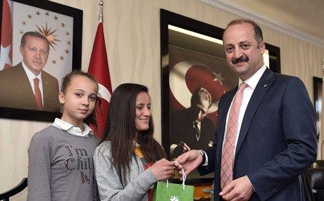 Minik Futbolculardan Akgül'e Ziyaret