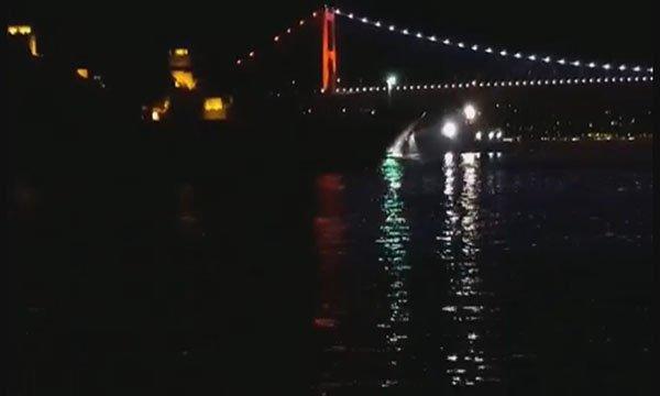 Motorunda arıza meydana gelen gemi Yenikapı'ya çekildi