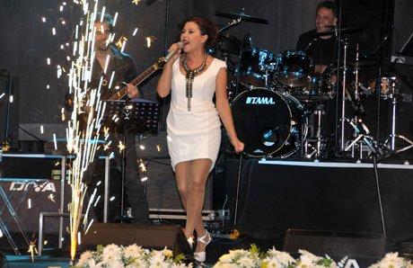 Nilüfer 'Alanya Açık Hava Tiyatrosu' açılışında konser verdi