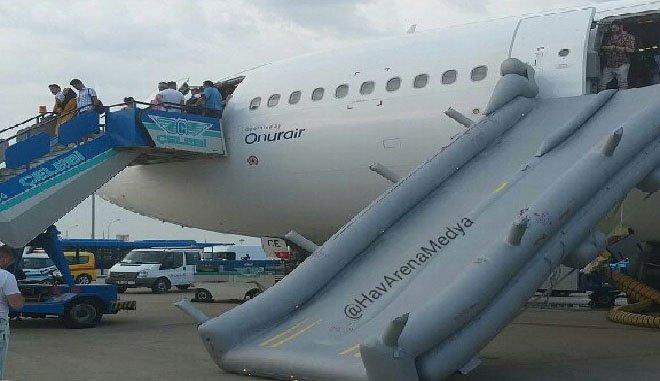 Onur Air uçağının iki 'acil tahliye botu' patladı!