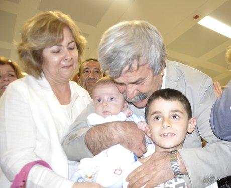 Osman Özgüven, yurt dışından İzmir'e döndü.