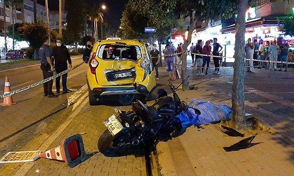 Park halindeki taksiye çarpan motosikletli öldü