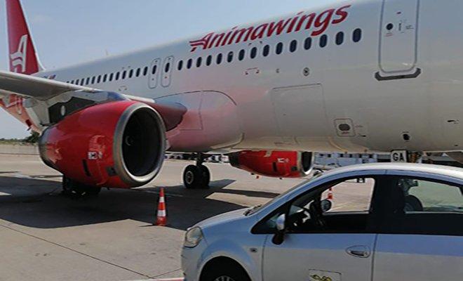 Romanya'dan ilk uçak Antalya'ya indi