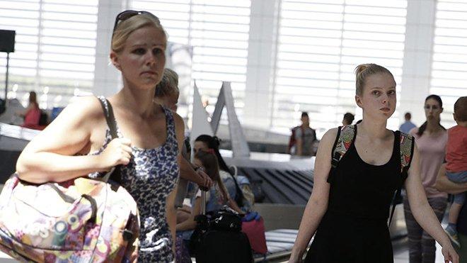 Rus turist kafilesi Antalya'da