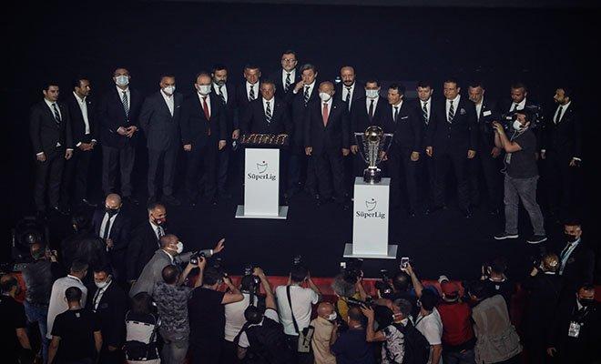 #Şampiyon Beşiktaş kupasını aldı(video)