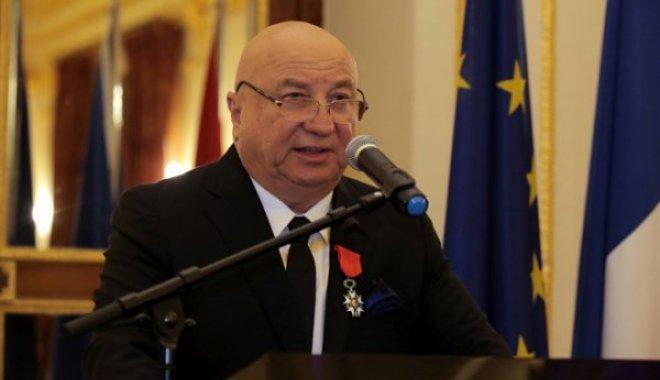 Sani Şener'e Legion d'honneur Nişanı