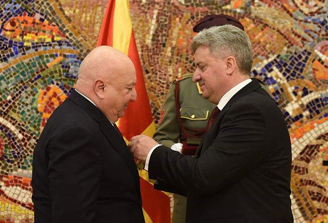 """Sani Şener'e """"Makedonya Liyakat Madalyası"""" verildi!"""