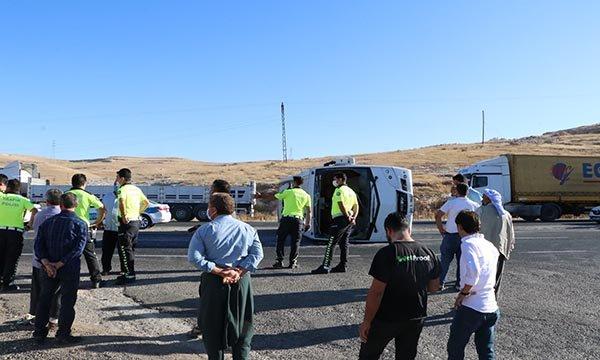 Şanlıurfa'da 3 işçi servisi ile TIR çarpıştı