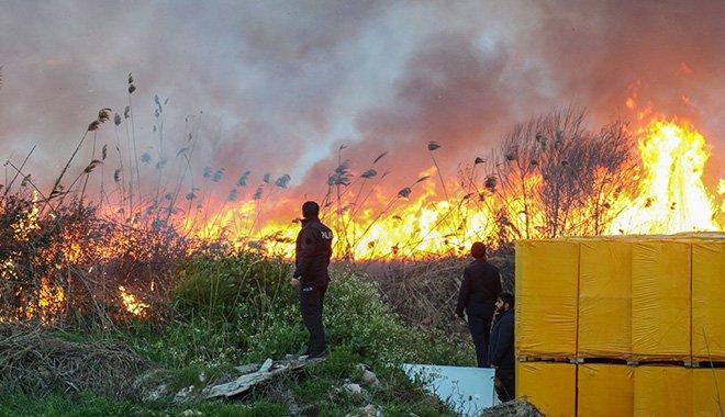 Sazlık alanda çıkan yangın 3 saatte söndürüldü