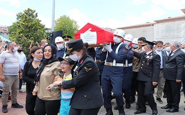 video Şehit Akgöz, son yolculuğuna uğurladı