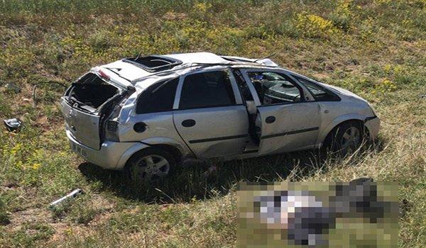 Sivas'ta otomobil şarampole devrildi