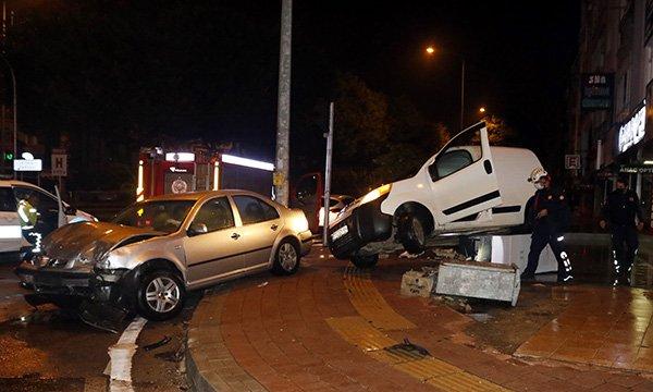 Sokağa çıkma kısıtlamasında kaza