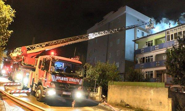 Sultanbeyli'de 4 katlı boş binanın çatısında yangın çıktı