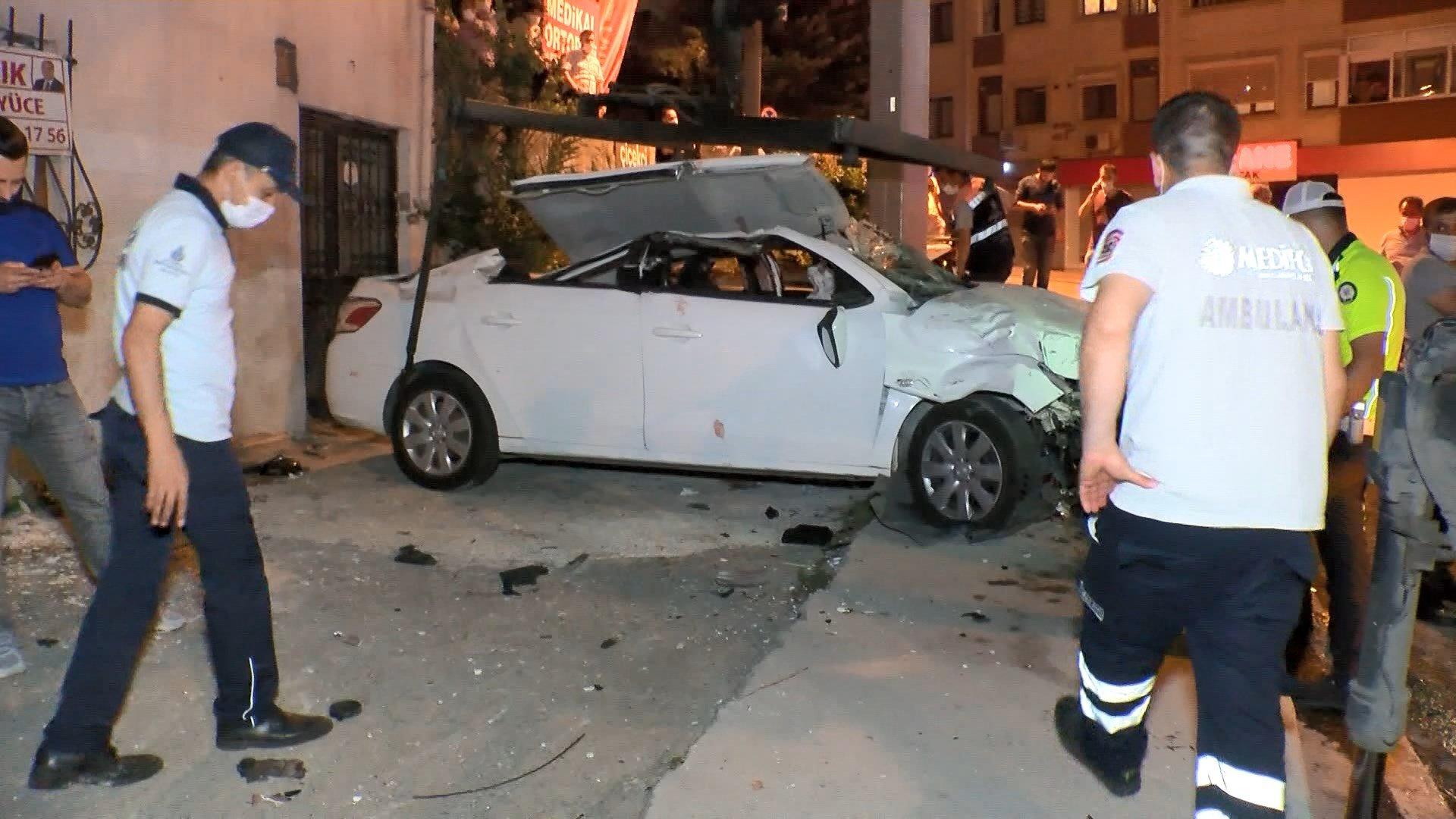 Takla atan otomobil duvara çarptı: 1 ölü, 2 yaralı