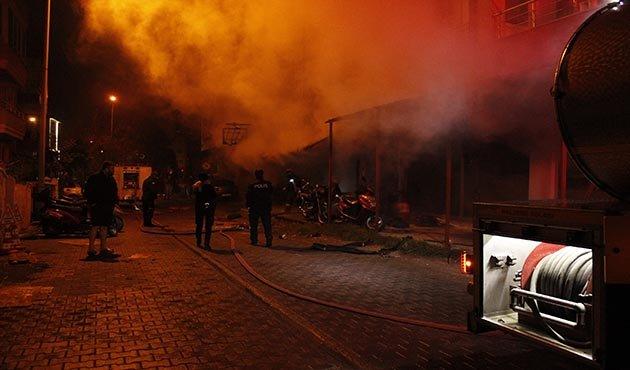 Tamircide yangın; motosikletler ve dükkan kullanılamaz hale geldi