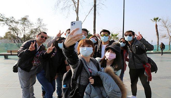 Tayvanlı turistlerden maskeli tur