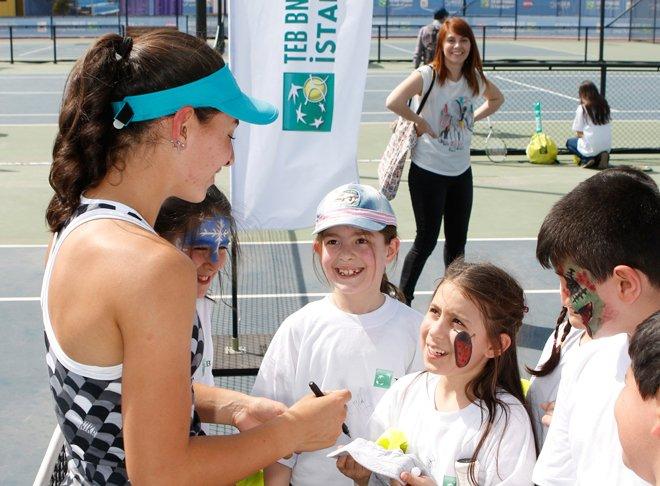 Çocukları tenis heyecanı