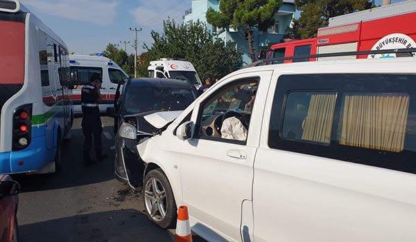 Tekirdağ'da minibüs ile hafif ticari araç çarpıştı