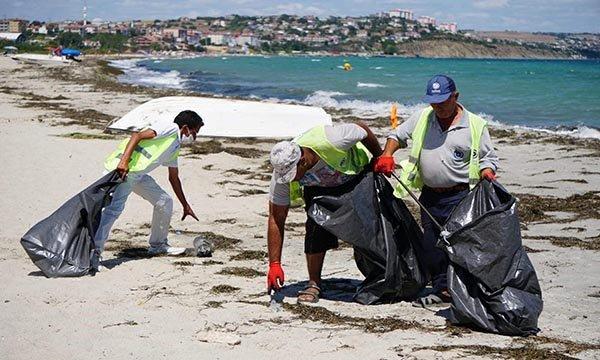 Tekirdağ'ın tatil beldesinde 500 ton çöp toplandı(video)