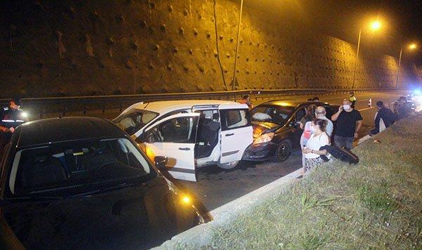 TEM'de 4 otomobil çarpıştı: 3 yaralı