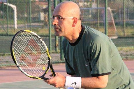 Tenis maçında Bakan Şimşek'e rakip dayanmadı