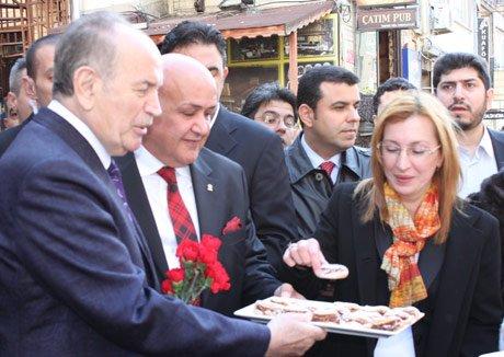 Topbaş, Bakırköy'de esnaf ziyaretinde bulundu.