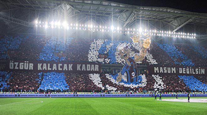 Trabzonspor-Fenerbahçe maçına damga vuran koreografi!
