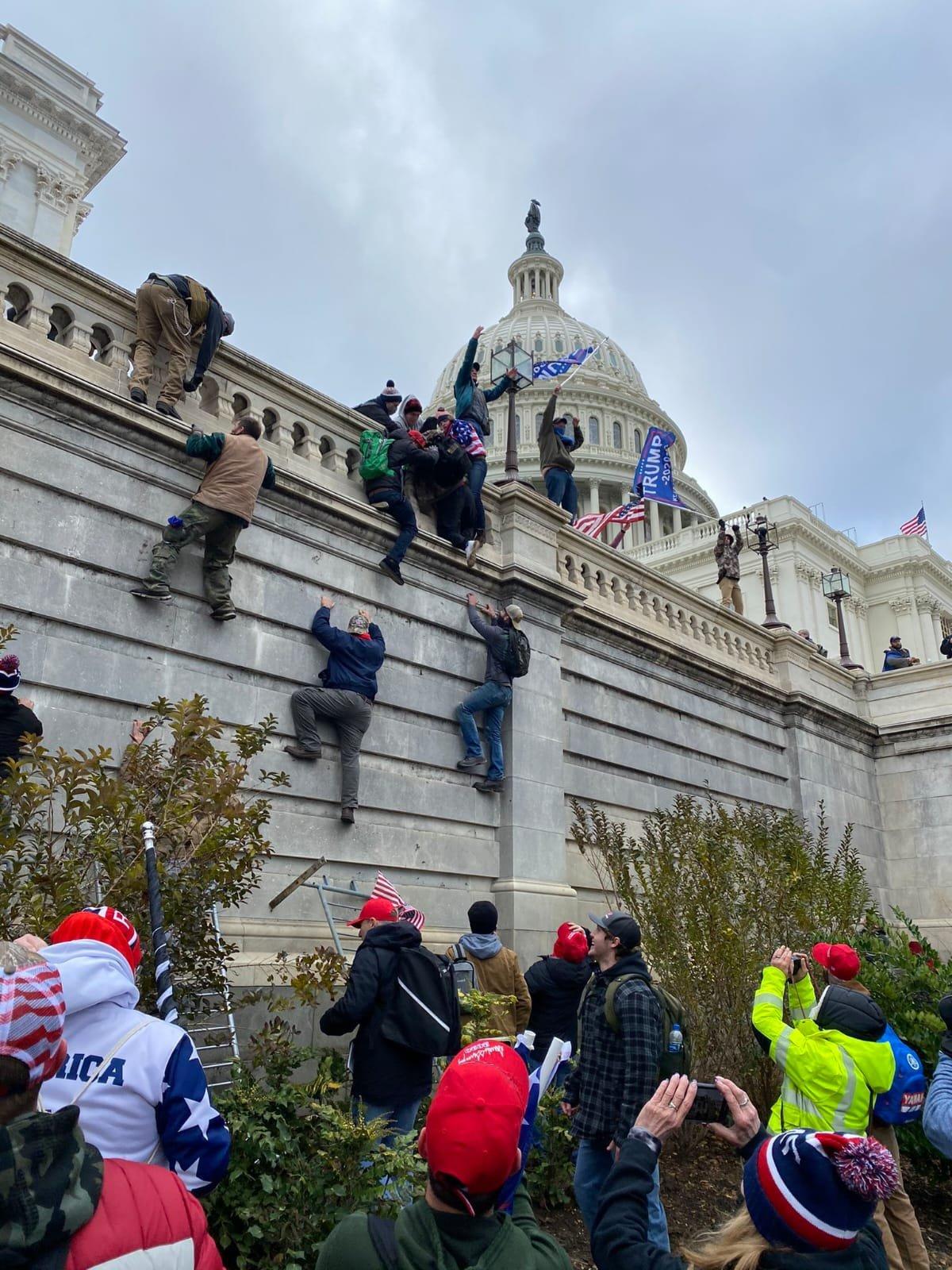 Trump destekçileri, ABD kongresine zorla girdi(video)