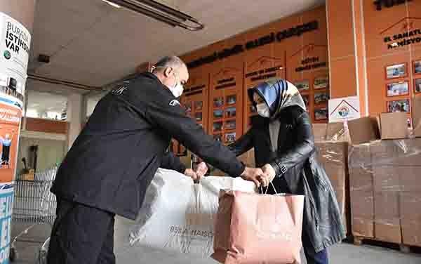 Tuzla'da ihtiyaç fazlası kıyafetler aileler ile buluşuyor