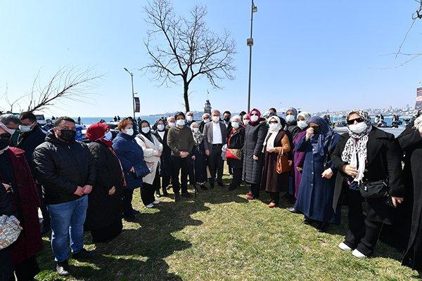 Üsküdar Belediyesi 4 yetişmiş çınar ağacını parka dikti
