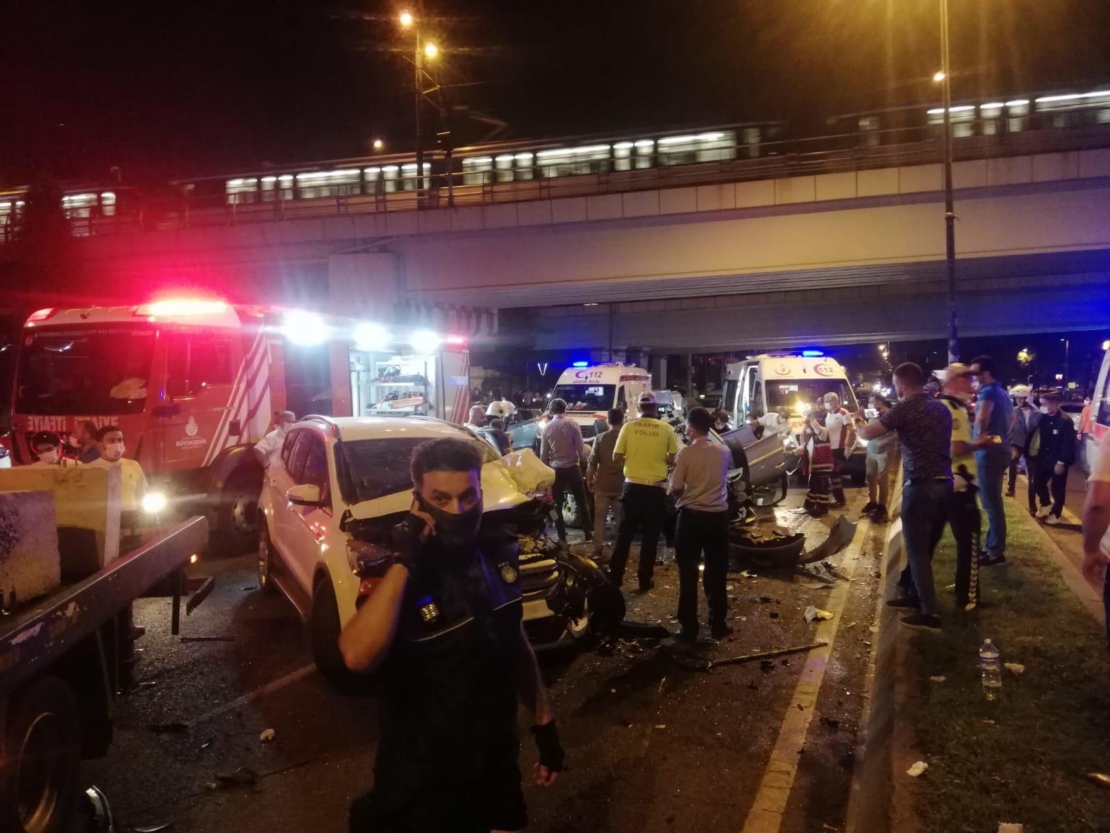 Vatan Caddesi'nde iki otomobil çarpıştı: 1 ağır 2 yaralı