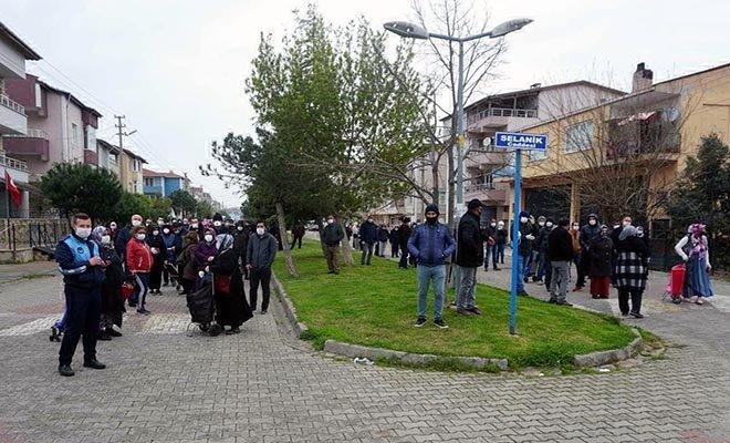 video Marmara Ereğlisi'nde pazar kuyruğunda beklediler