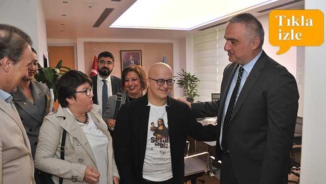 video Sabiha Gökçen Havalimanı'nda İZEV Sosyal Shop Açıldı!