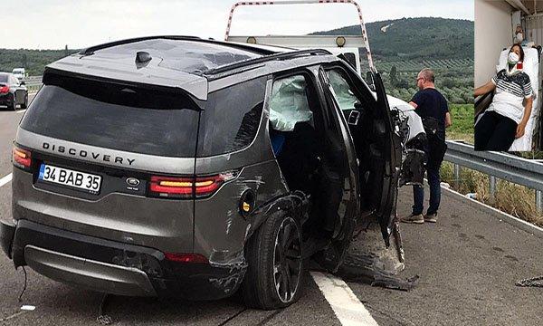 video Şarkıcı Alişan, eşi, oğlu ve bakıcının bulunduğu ciple kaza yaptı