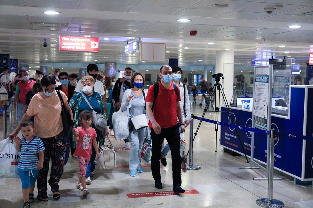 video#Rusya'dan turist taşıyan ilk uçak Antalya'da