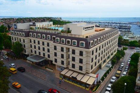Wyndham Grand İstanbul Kalamış Marina'da yaşayın…