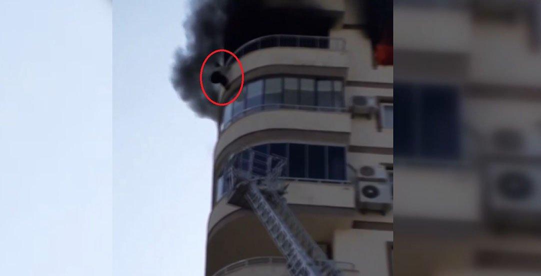 Yangında 8'inci kat balkonundan atlayan kadın öldü