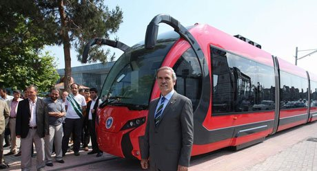 Yerli tramvay İpekböceği raya indi