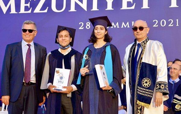 Yıldız Teknik Üniversitesi mezunları diplomalarını aldı