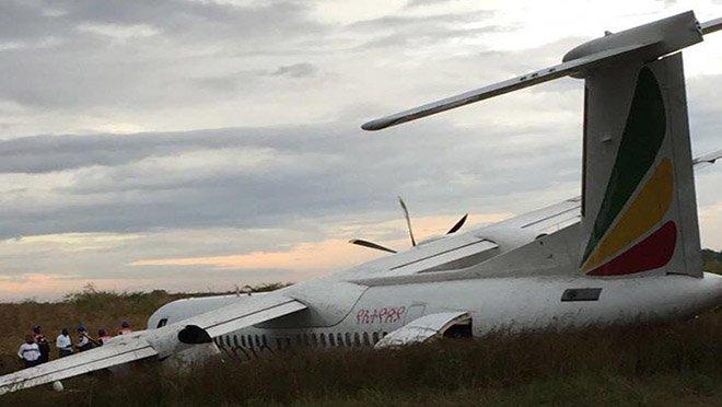 Yolcu uçağı pist dışına çıktı